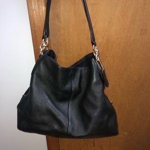 selling a coach purse .. used probably 3 times..